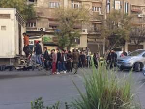 Quelqu'un a-t-il manipulé cette photo d'hommes entravés à Damas ?